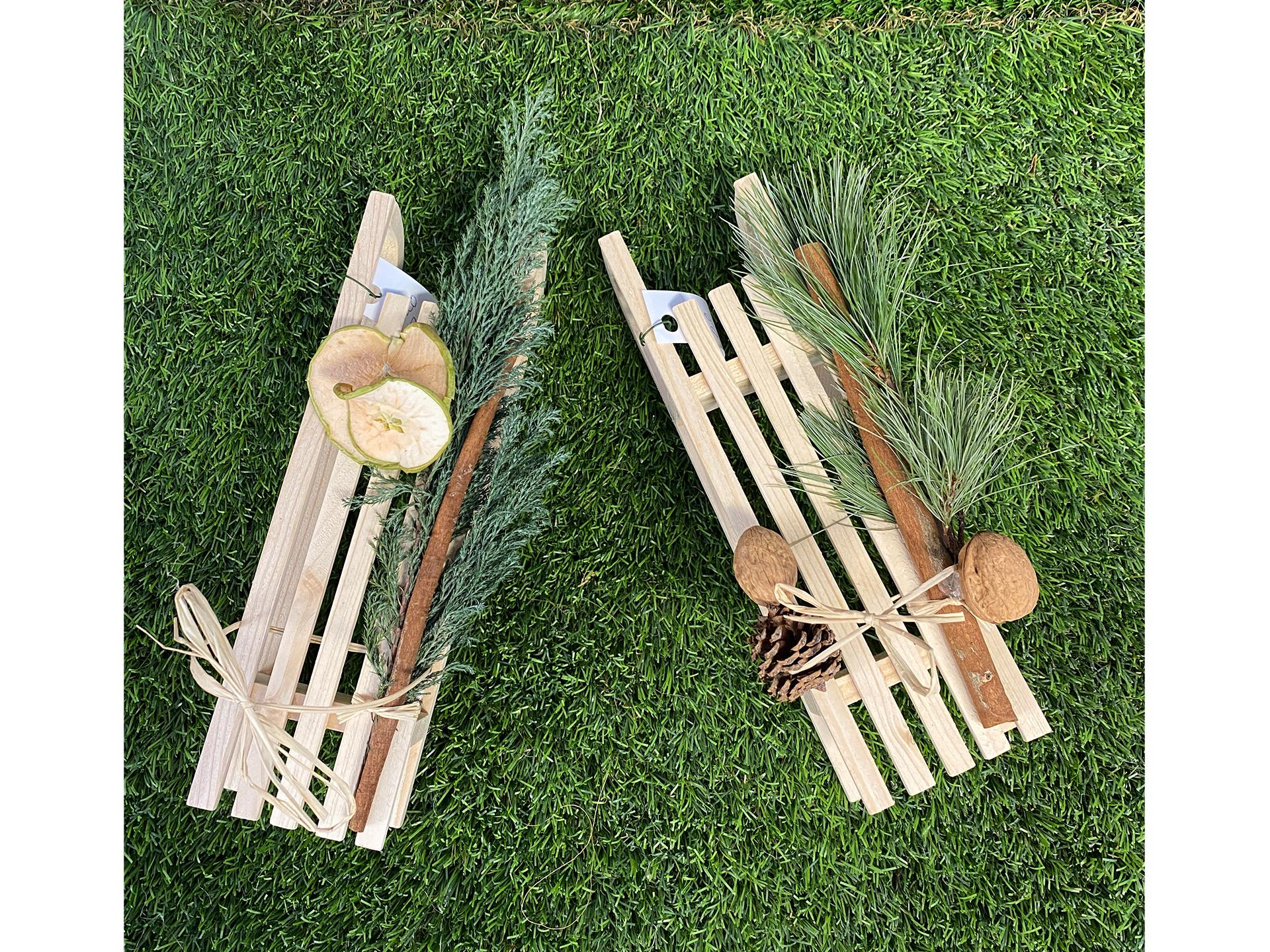 Holz-Schlitten 25cm mit Deko (ohne Inhalt)