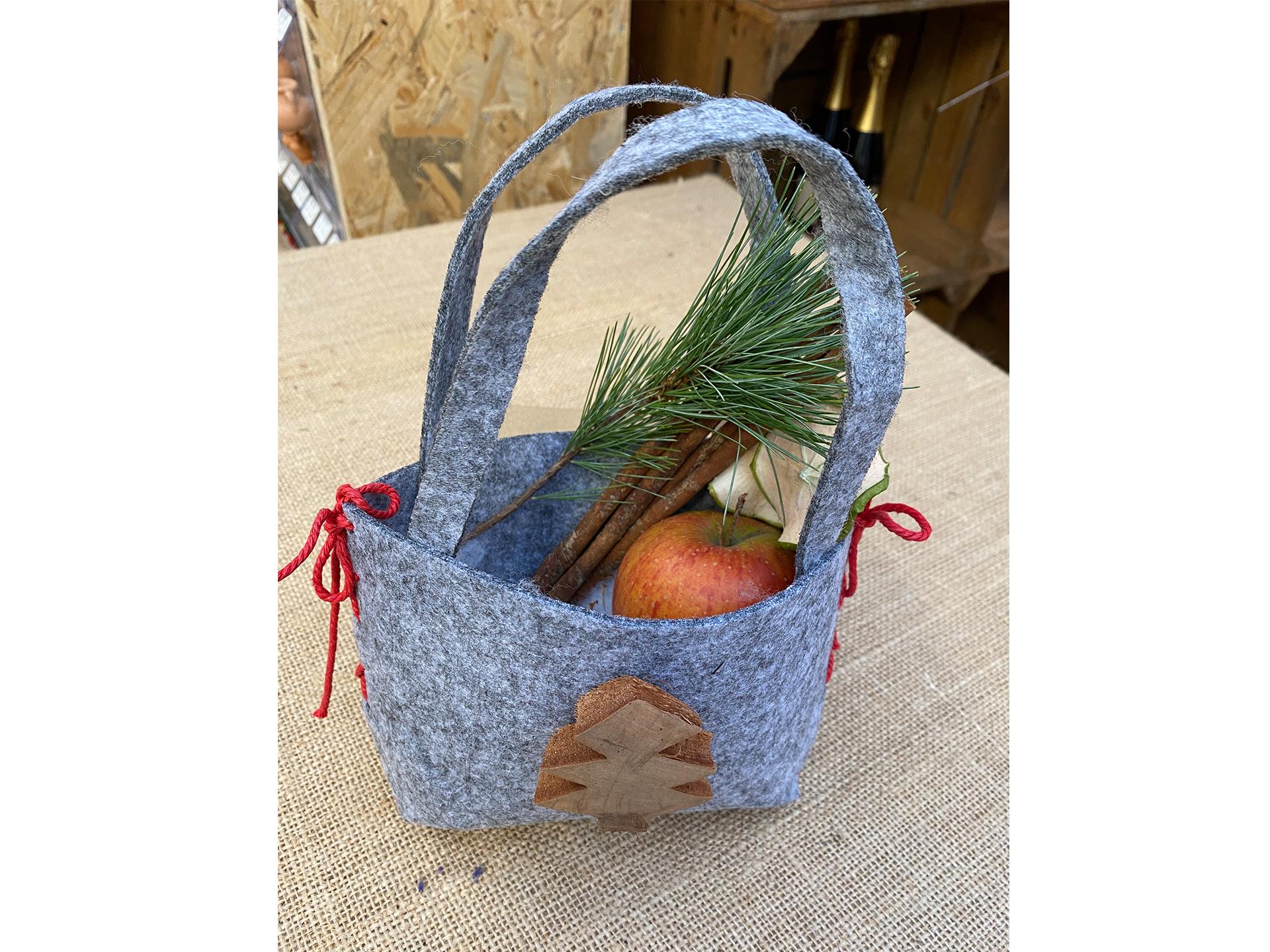 Tasche mit Weihnachtsdeko ohne Inhalt