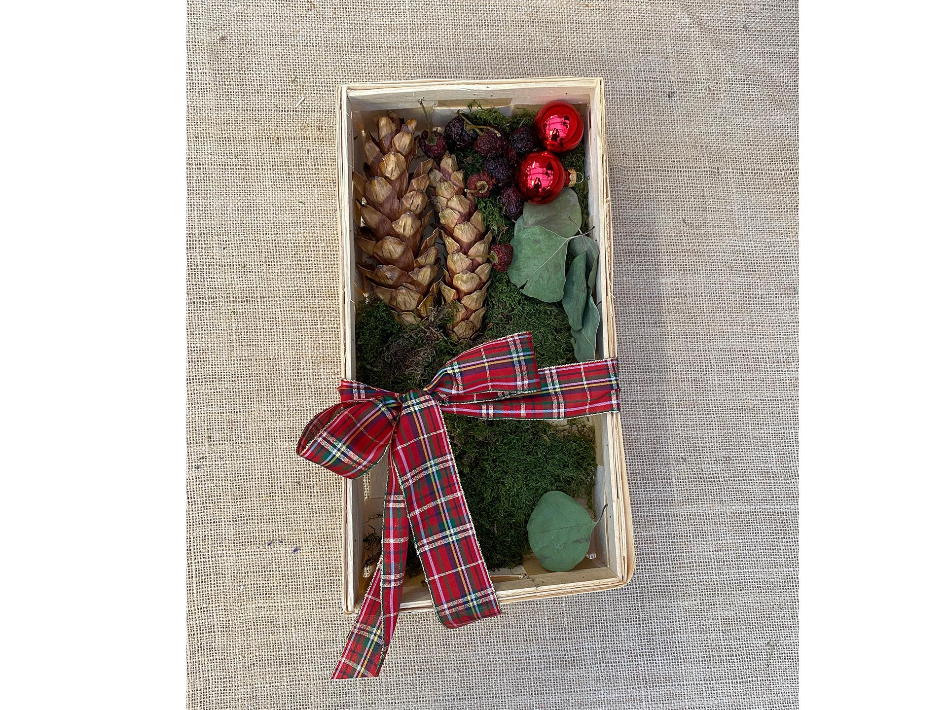 Holzkiste mit Weihnachtsdeko mittel (ohne Inhalt)